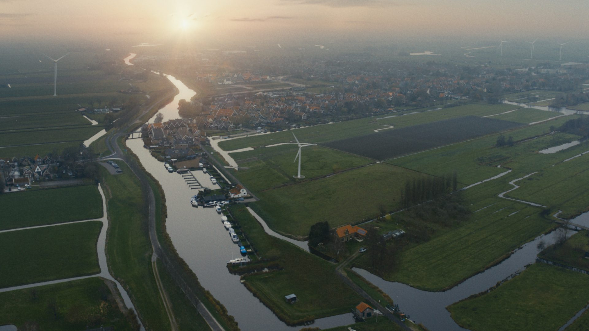 Eneco 16X9 Heel Nederland Schakelt Om Dorp 1M  29099 Generic 1397 Still003